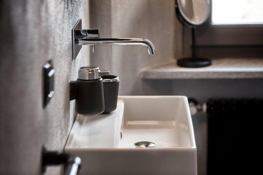 Modernes Badezimmer im Ferienhaus am Comersee