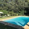 Die Ferienvilla in der Toskana Compignano Barn mit Pool umgeben von Obstbäumen und Olivenhainen