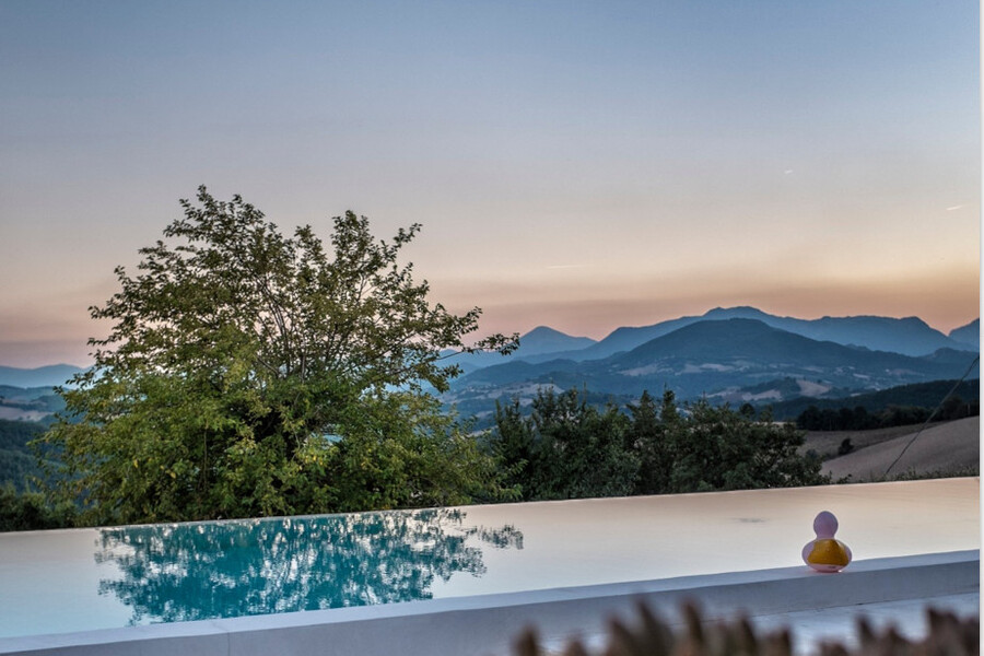 Private Pool in the holiday villa Ca Mattei in Le Marche