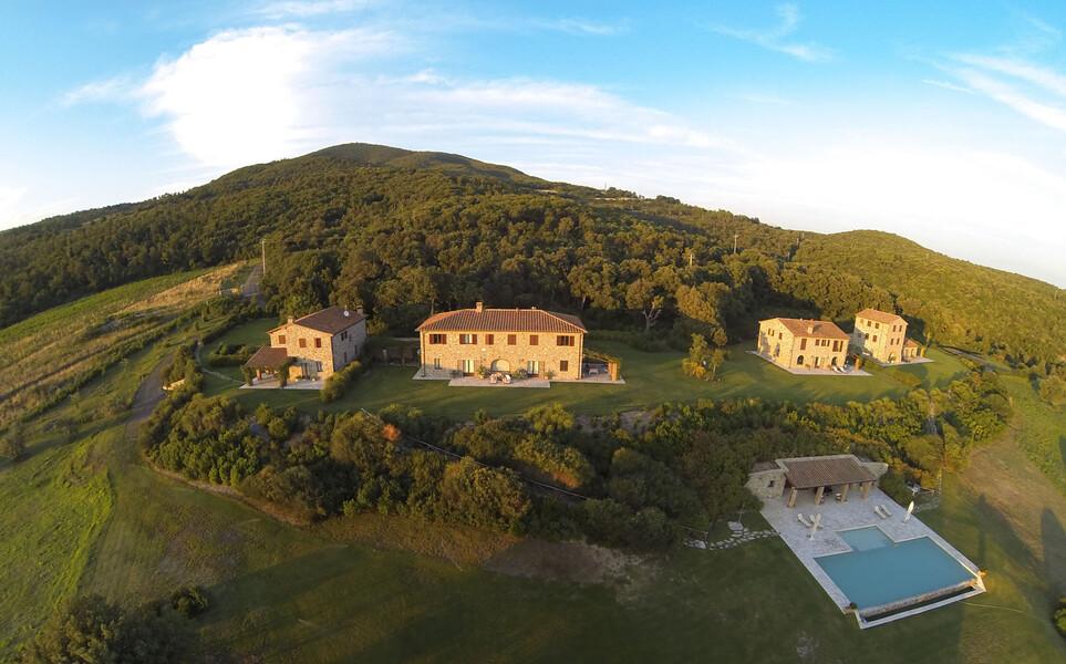 Das Ferienhaus La Lepraia unterteilt sich in drei einzelne Häuser und eine herrliche Poolanlage
