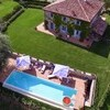 Villa in Umbria with private tennis court and pool