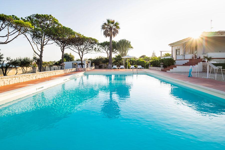 Grosser Pool zur Alleinnutzung der Villa Maya bei Modica auf Sizilien