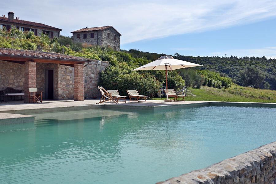 An heißen Tagen bietet der Pool der Anlage La Lepraia die nötige Abkühlung