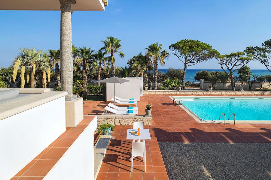 Villa Maya mit Pool direkt am Meer im Süden von Sizilien
