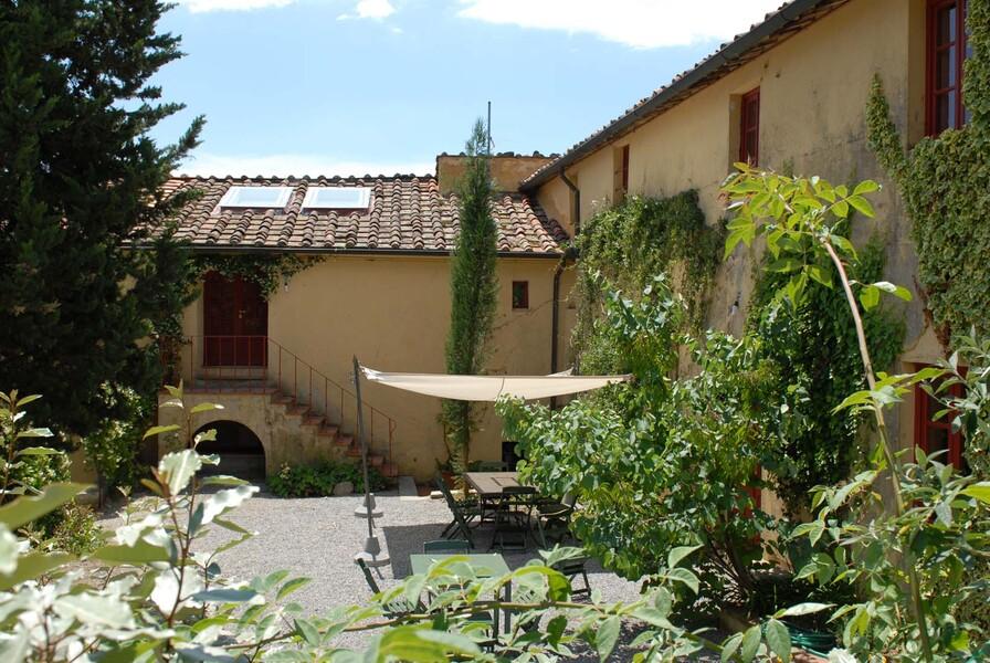 Das Le Casine besitzt einen großen Innenhof, über welchen Sie alle Gebäudeteile erreichen