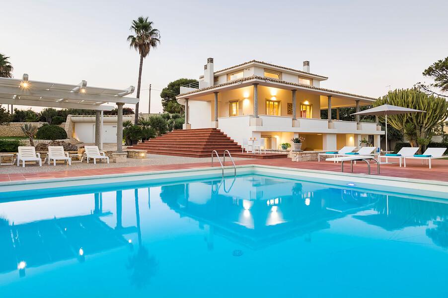Privater Pool der exklusiven Villa Maya auf Sizilien