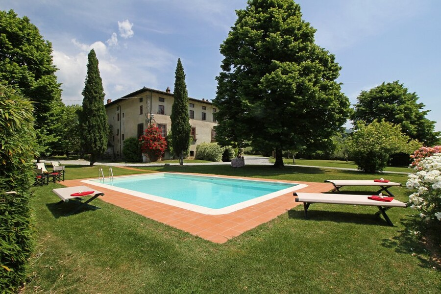 Privater Pool mit Villa in Lucca in der Toskana