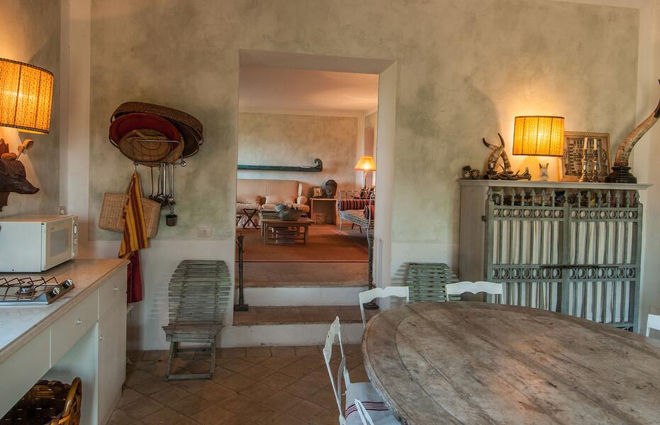 Auch in der Küche des Ferienhaus Fontanelle findet sich die Kombination aus moderner Einrichtung und klassischem Design