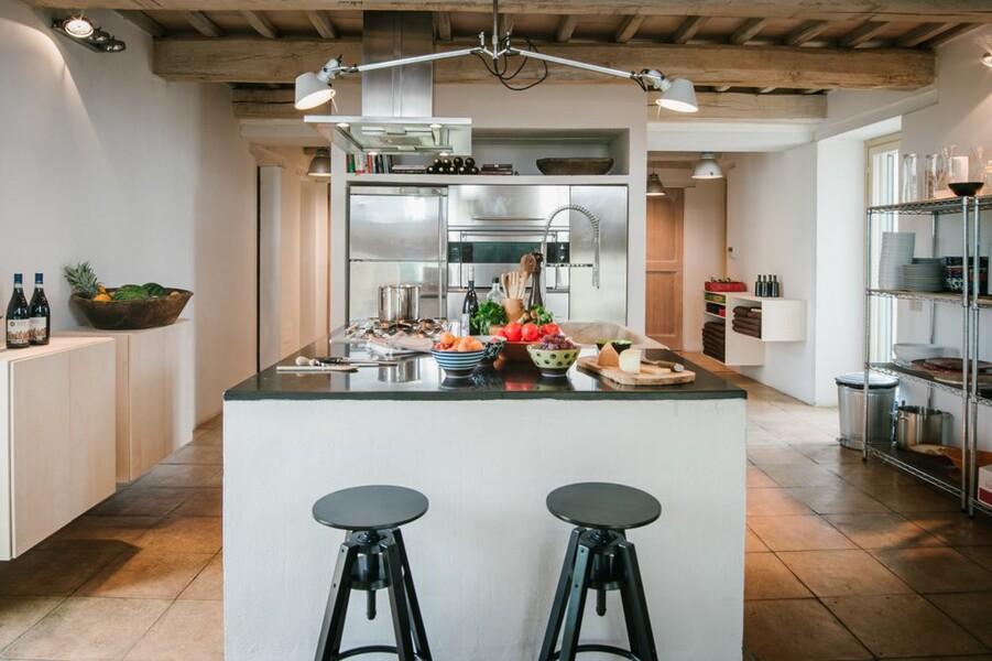 Moderne Küche ideal um mit Freunden in der Ferien in Italien zu kochen