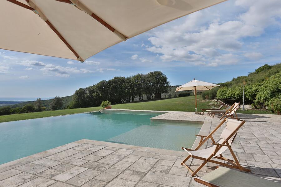 Eine Ruheoase bildet der Pool der Ferienvilla La Lepraia