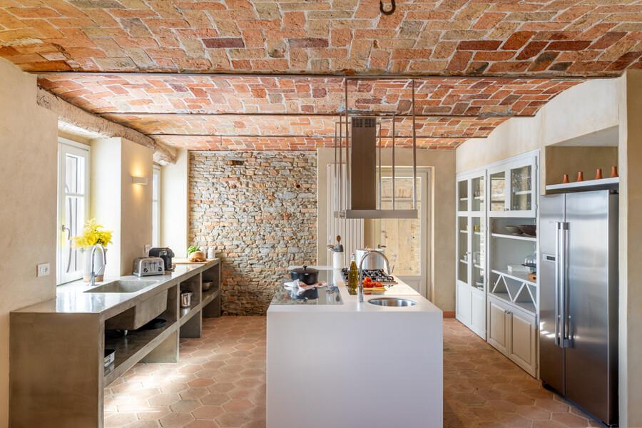 Moderne Küche im Ferienhaus im Piemont Casa Moscata