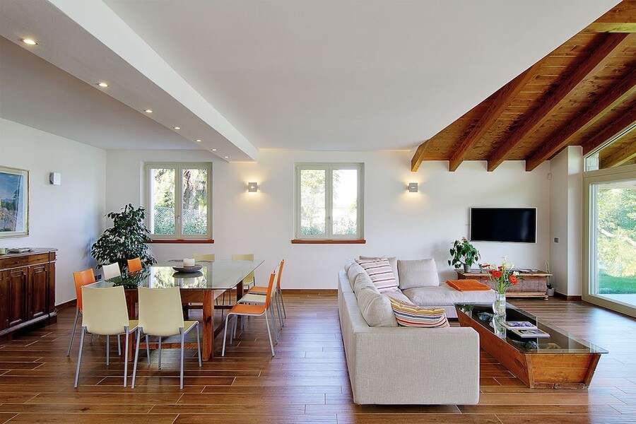 villa-sissi-living-and-table