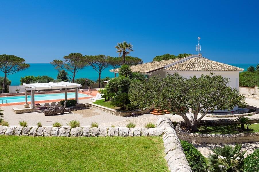 Villa Maya direkt am Meer im Süden von Sizilien