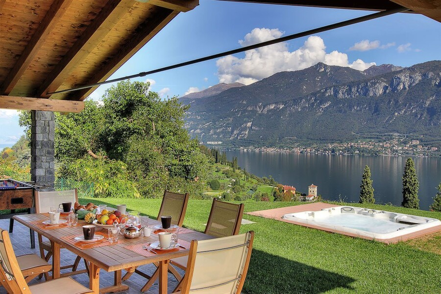 villa-sissi-external-table-and-lake