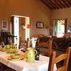 Die Ferienvilla Compignano Barn verfügt im Wohnbereich auch über einen Holzofen für gemütliche Abende