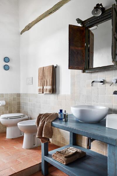 Stylisches Badezimmer im Ferienhaus Arco in Italien