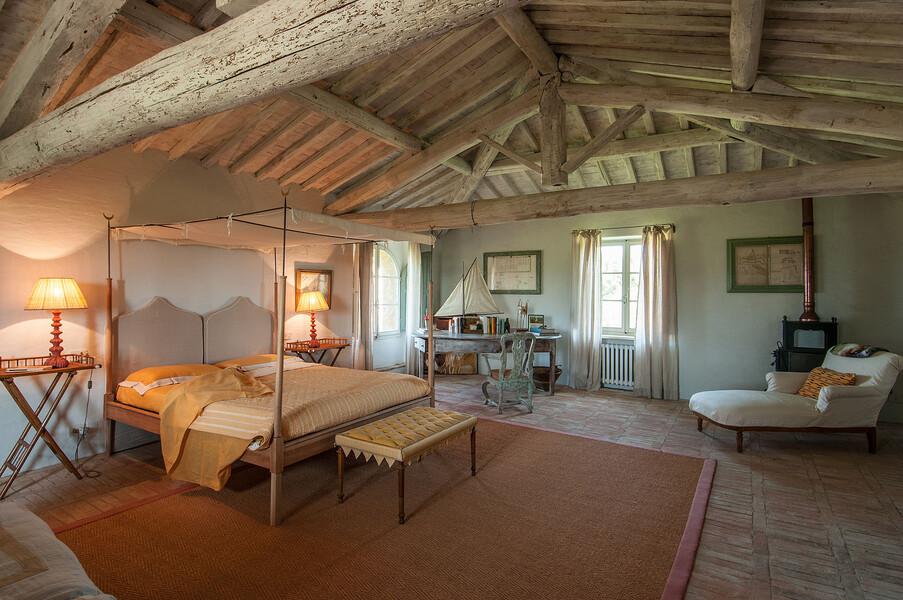 Die Einrichtung der Villa Fontanelle ist geprägt durch die Verwendung von natürlichen Baustoffen und edlen Einrichtungsgegenständen